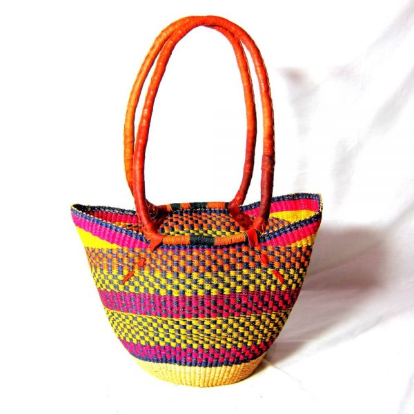 The long handle open shopping basket is one of our premium Bolga baskets. Perfect for shopping or just sitting pretty.