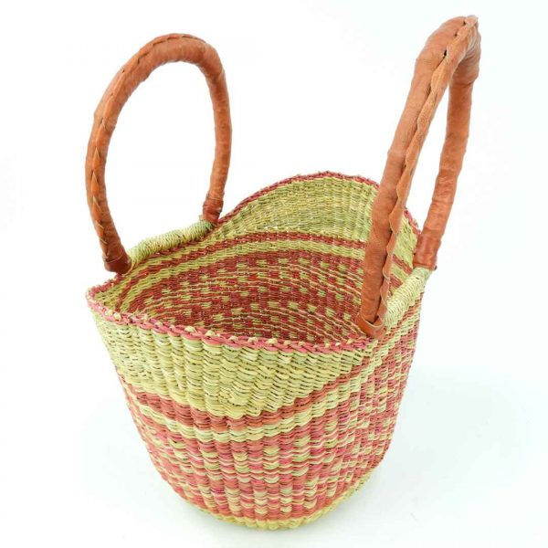 Cute mini version of the classic V Shopping basket. Hand-woven from elephant grass.